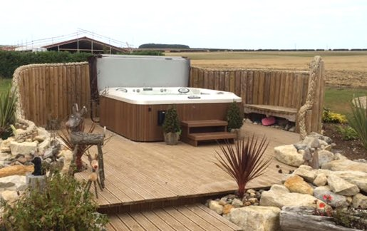 Lincoln-Hot-Tub-Glamping